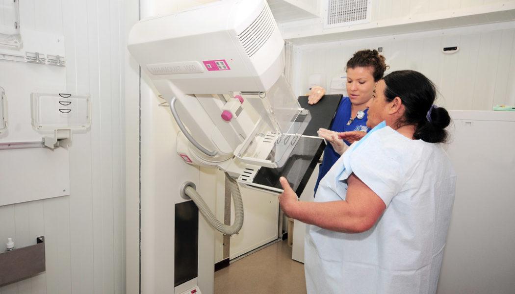 Alianza público-privada hace posible que mamógrafo móvil visite comunidades